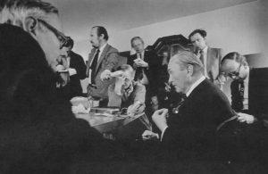 Patocka in gesprek met Max van der Stoel in Praag in 1977